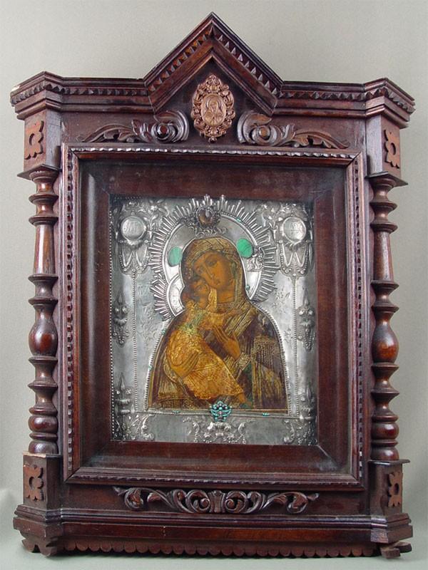 Икона вкиоте «Пресвятая Богородица Владимирская», оклад— серебро 84пробы, поделочные камни; 32×27см