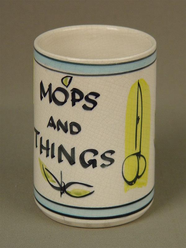 Стакан «Mops and Things», фаянс. Англия, XXв., высота— 12см