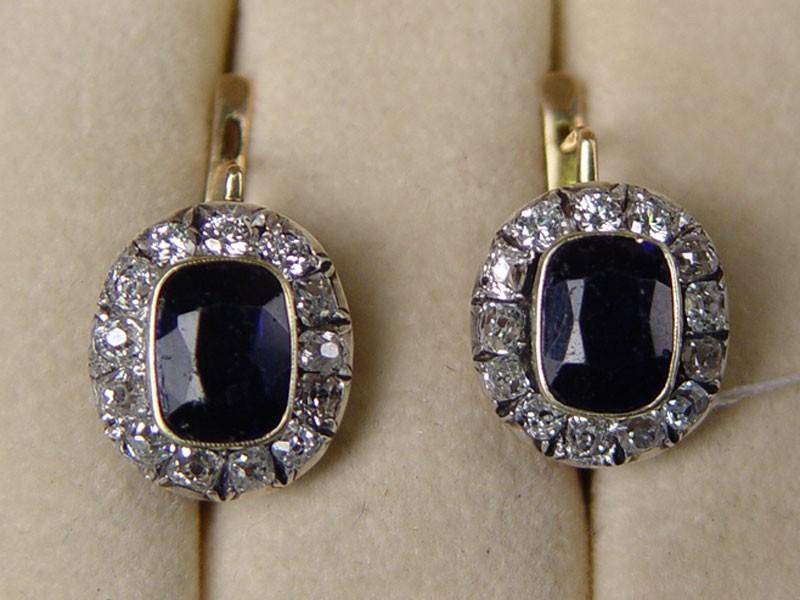 Серьги, золото 56пробы, общий вес— 6г. Вставки: бриллианты: (6бриллантов Кр57— 0,3ct 4/4; 20бриллиантов «Старой» огранки— 1,20ct 4/6); синие стекла