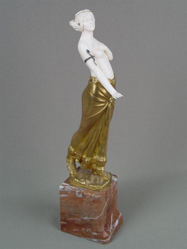 Фигура «Танцовщица ввосточном костюме», бронза, кость, камень, высота— 33см