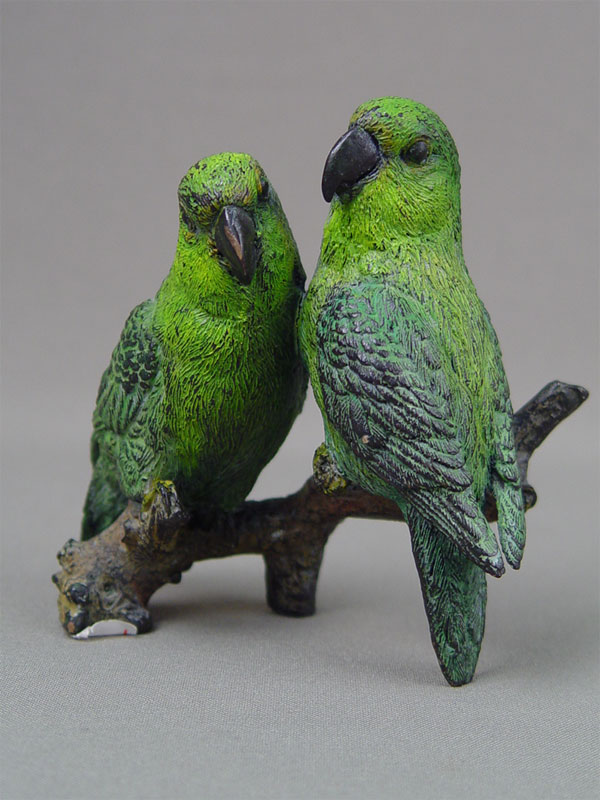 Венская бронза «Пара зеленых попугаев», бронза, литье, роспись красками, высота— 10см