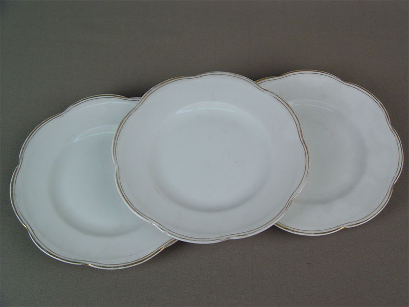 Три пирожковые тарелки, фарфор, позолота. Фабрика М.С.Кузнецова, начало XXвека