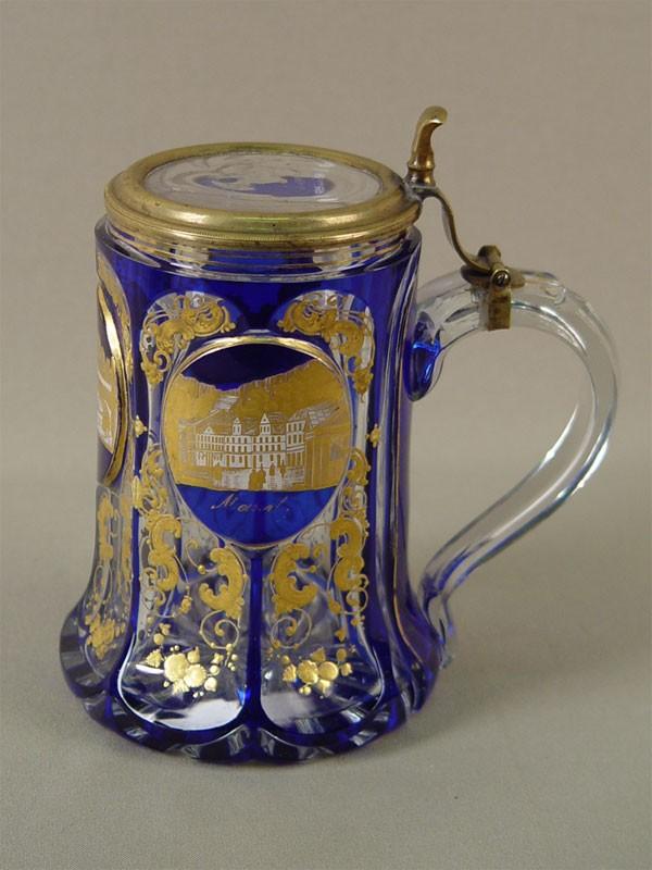 Кружка пивная, двухслойное стекло, резьба, роспись золотом; латунь. Германия, XIXв., высота— 14,5см