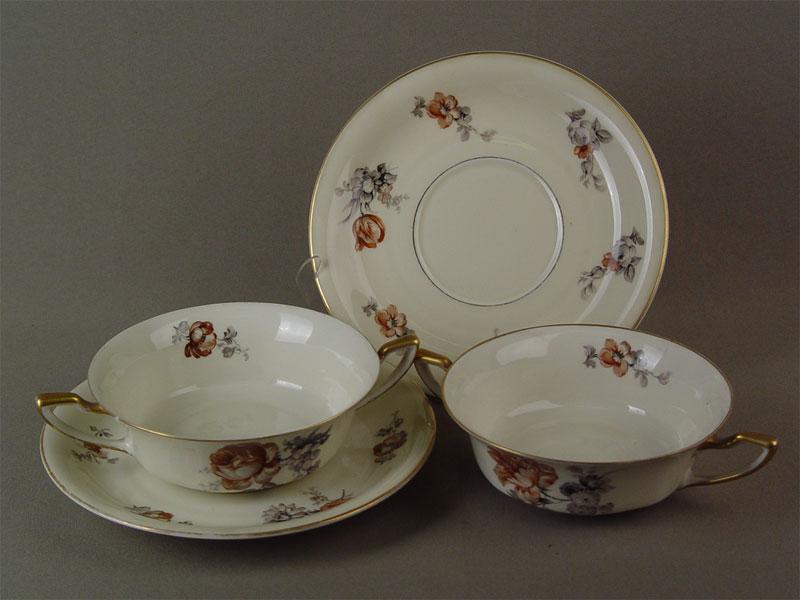 Две бульонные чашки сблюдцами, фарфор, деколь. Германия, Rosenthal, середина XXвека (сколы, трещины)