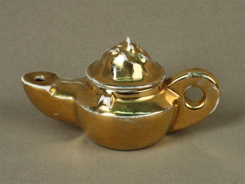 Ароматница ввиде масляной лампы, фарфор, позолота. Германия, середина XXвека, длина— 13см