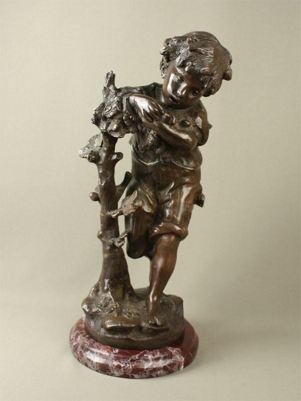 «Мальчик возле дерева», бронза, литье, патинирование, камень; высота— 42см