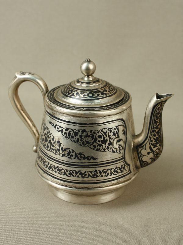 Чайник заварочный, серебро 875пробы, чернь, позолота, общий вес— 193г, высота— 11см