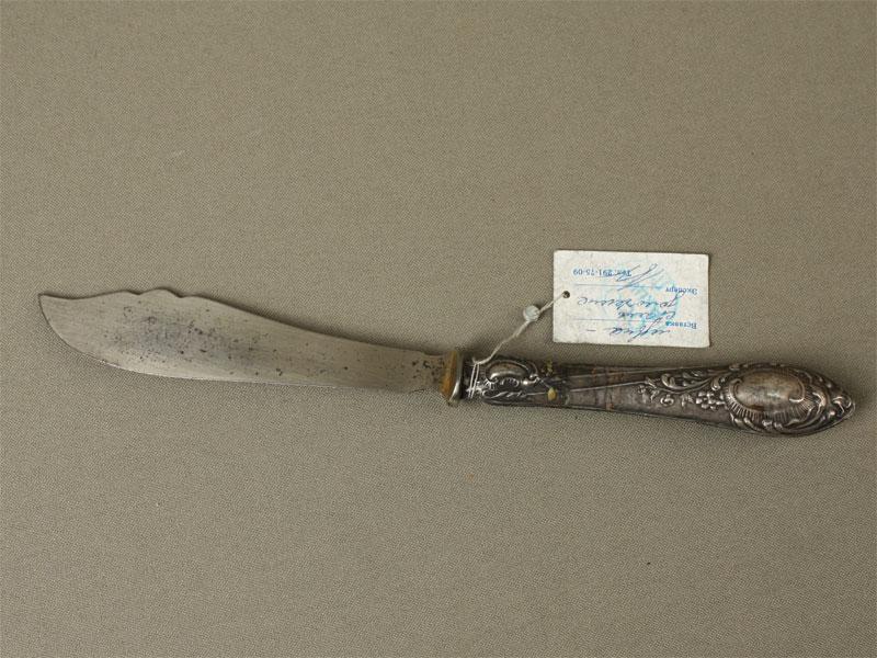 Нож длярыбы, серебро 84пробы, сталь; общий вес— 37,8г