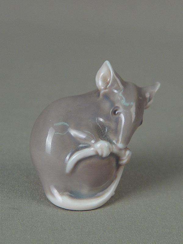 Скульптура «Мышь серая», фарфор, роспись подглазурная. Дания, B&G, XXвек, высота— 4,3см