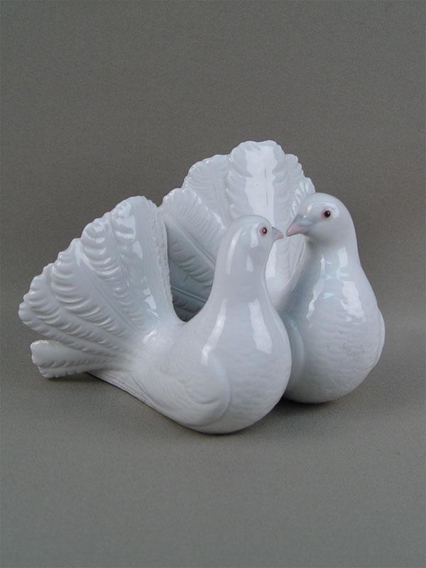 Скульптура «Парочка голубей», фарфор, роспись. Испания, XXвек, длина— 12см