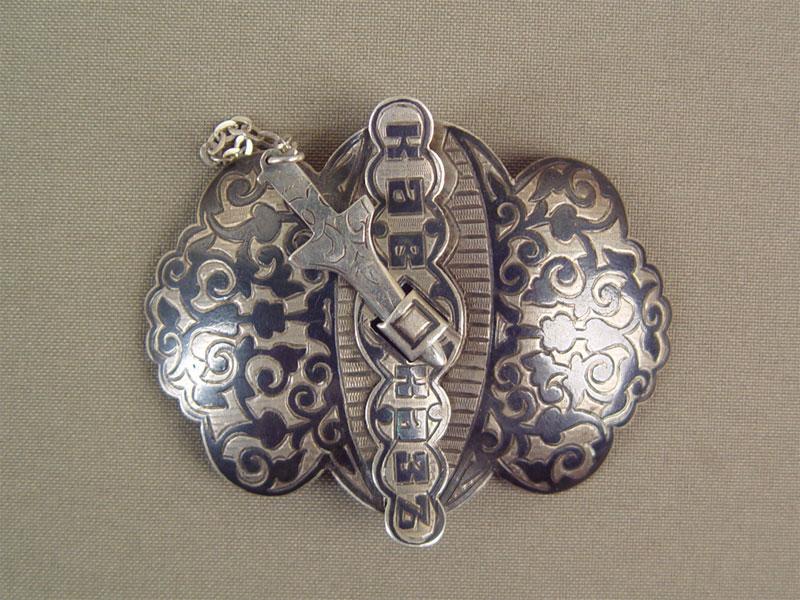 Пряжка дляпояса «Кавказ», серебро 84пробы, чернь. Общий вес— 27,8см