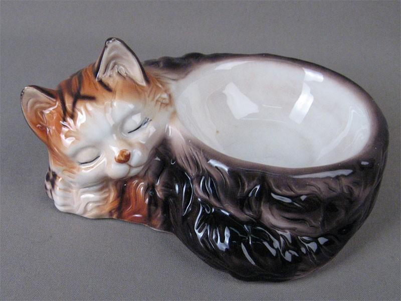 Пепельница «Спящий кот», фаянс, роспись