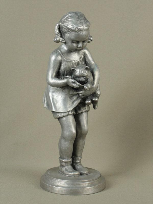 «Девочка скошкой», металл. Завод «Монументскульптура», 1957г, высота— 29,5см