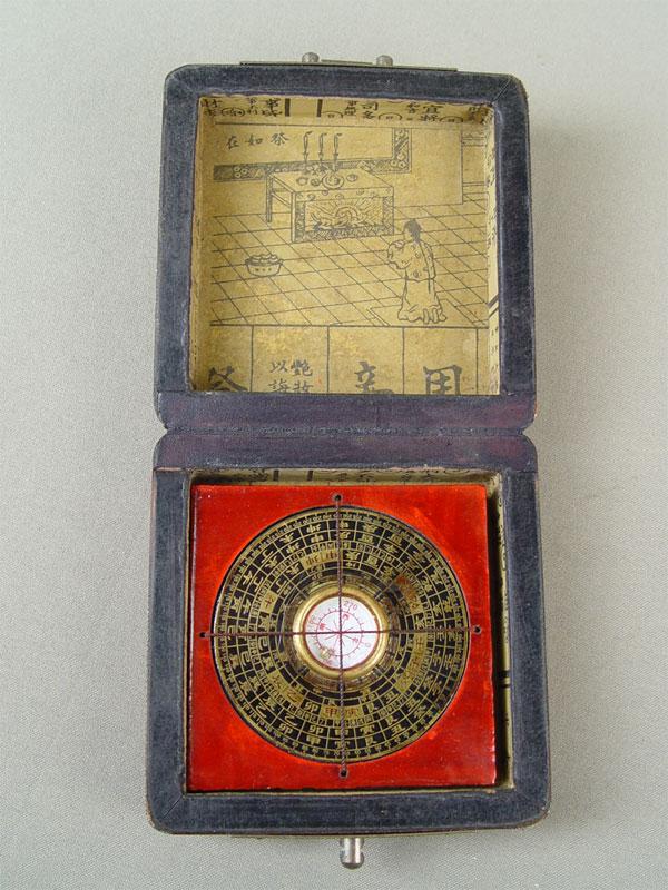 Компас вфутляре, папье-маше, дерево, латунь, 10×10см