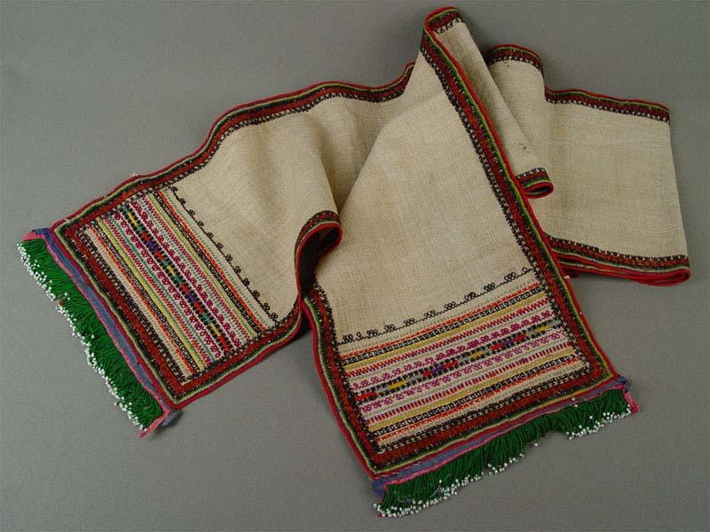 Деталь народного костюма(?), полотно, вышивка, тесьма, бисер, 20×200см