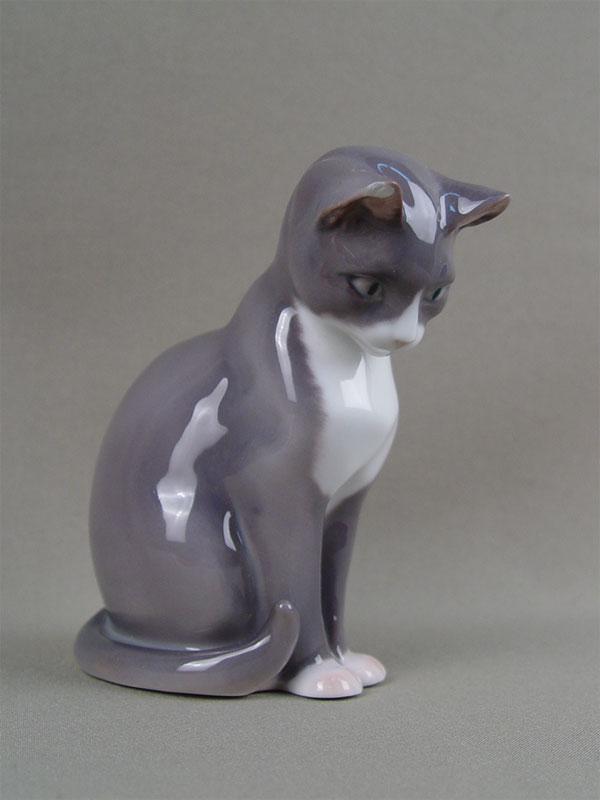 Скульптура «Серая кошка», фарфор, роспись подглазурная. Дания, B&G, конец XXвека, высота— 12,5см