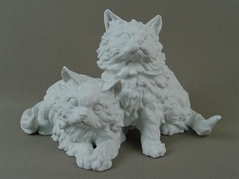 Скульптура «Две белых пушистых кошки», бисквит. Германия, конец XXвека, высота— 15,5см