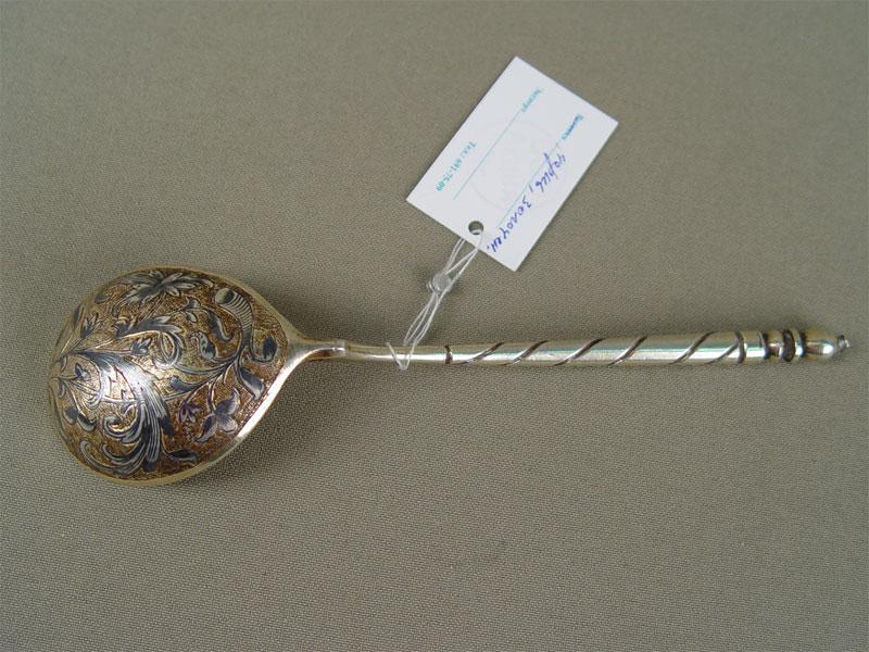 Ложка длякомпота, серебро 84пробы, чернь, позолота, гравировка, общий вес— 38г
