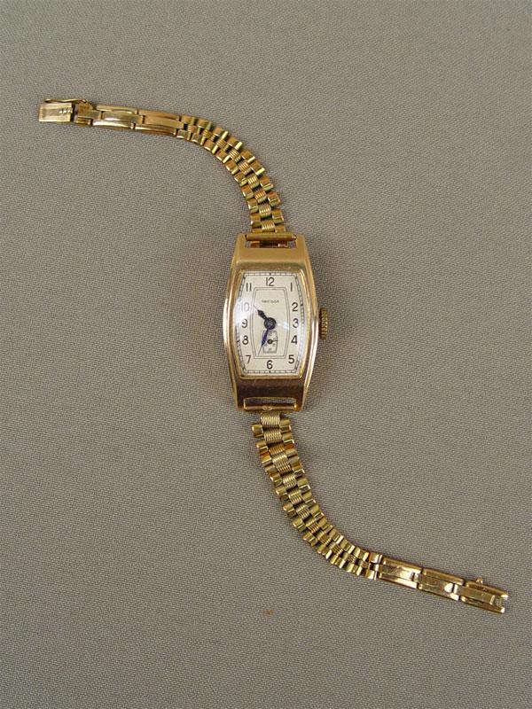 Часы дамские наручные сбраслетом «Звезда», золото 583пробы, общий вес— 29,3г