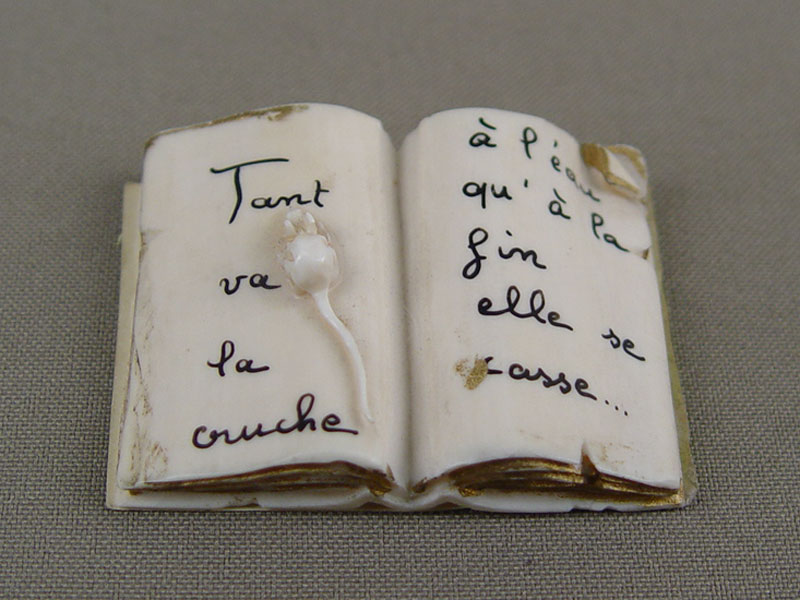 «Книжка смышкой», кость, резьба, позолота, 5×3см