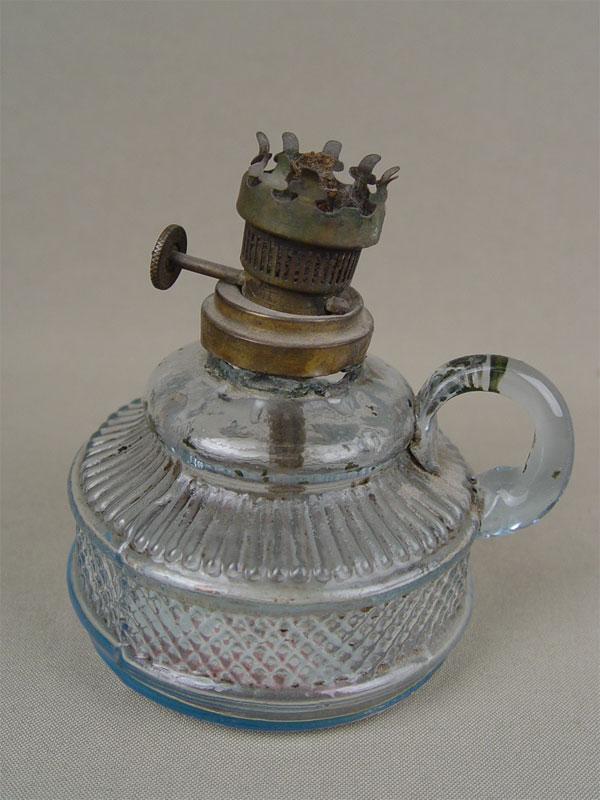 Лампа керосиновая, стекло, латунь, высота— 10см, конец XIXвека
