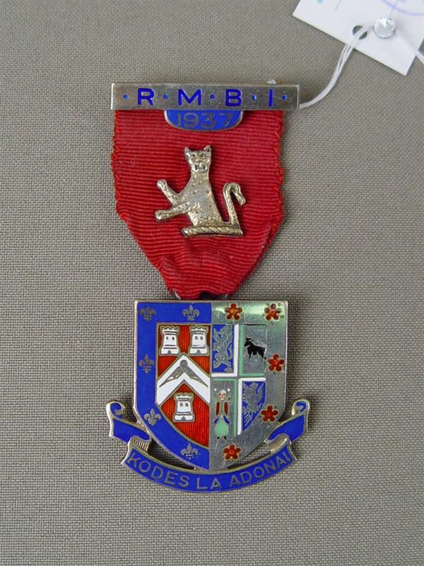 Знак, серебро пореактиву, эмаль, позолота. Англия, 1937год