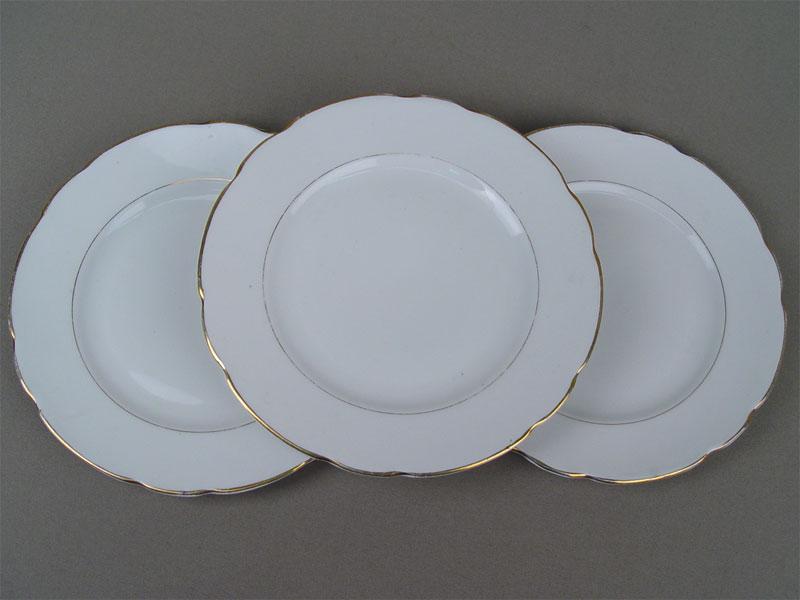 Три тарелки, фарфор, позолота. Дулево, середина XXвека, диаметр— 20см