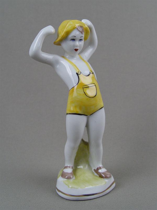 Скульптура «Зарядка», фарфор, роспись. Полонский завод художественной керамики, середина XXвека, высота— 16,5см