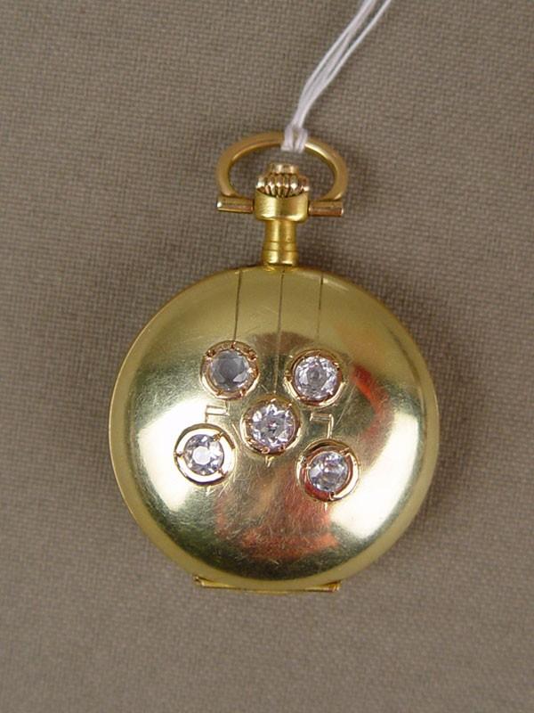 Часы дамские карманные «Мозер», золото 56пробы,стразы, общий вес— 18,7г