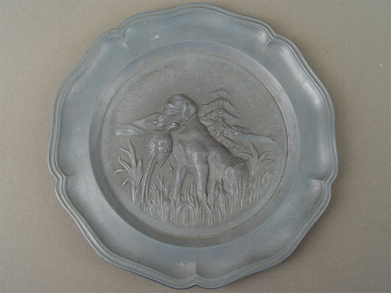 Настенная тарелка «Охотничья собака суткой взубах», металл, диаметр— 23см