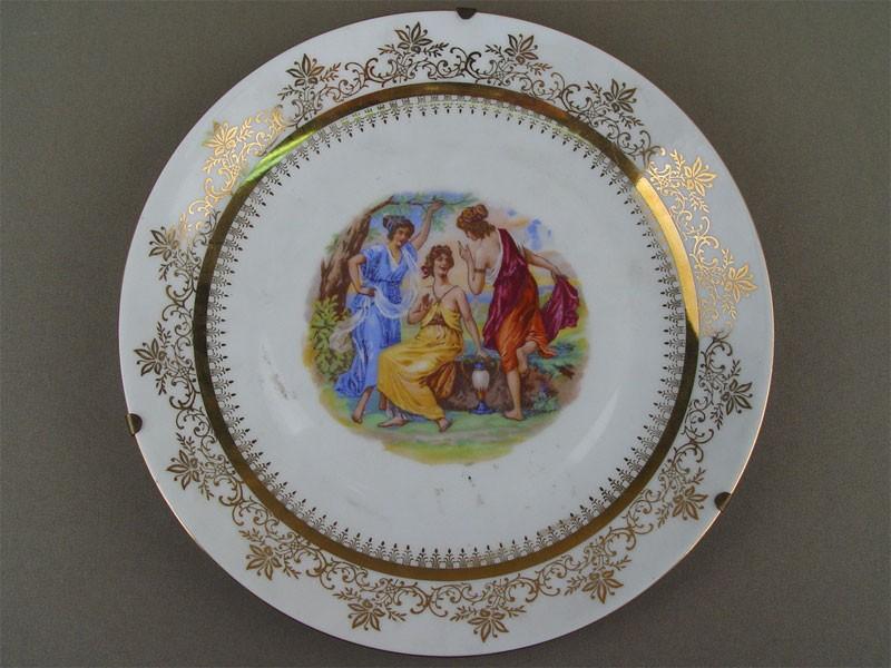 Тарелка «Гречанки», фарфор, деколь. Чехия, середина XXвека, диаметр— 25см