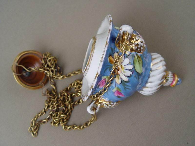 Лампадка подвесная сцепями, фарфор, роспись; латунь