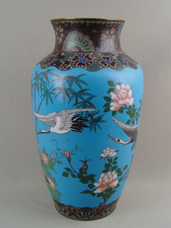Ваза декоративная, металл, эмаль клуазоне. Китай, конец XIXвека, высота— 35см