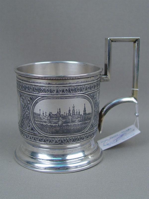 Подстаканник «Москва. Кремль. Красные Ворота», серебро 84пробы, чернь, монограмма владельца, общий вес— 154г