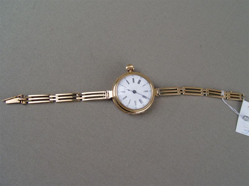 Часы наручные дамские сбраслетом, золото 56пробы, общий вес— 30,5г