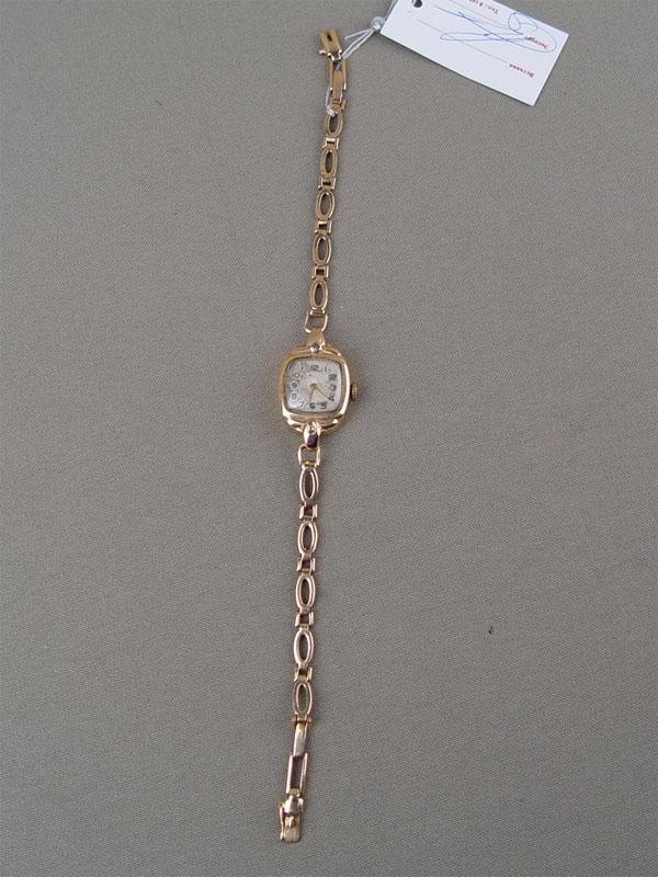 Часы наручные дамские сбраслетом, золото 583пробы, общий вес— 17,7г