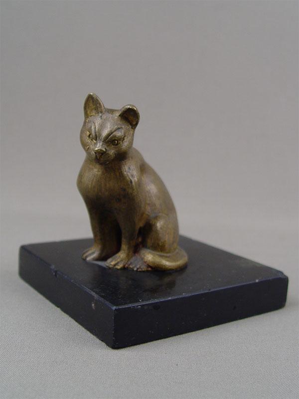 «Кошка», бронза, литье, подставка камень, начало XXвека, высота— 9см