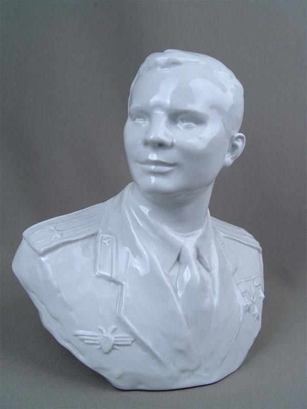 Бюст «Ю.Гагарин», фарфор. ЛФЗ, автор Корсиков А.Д.,1960-егоды, высота— 22,5см