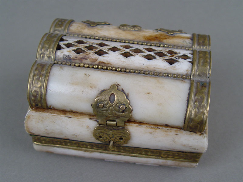 Шкатулка, кость, латунь, 9,5×7см