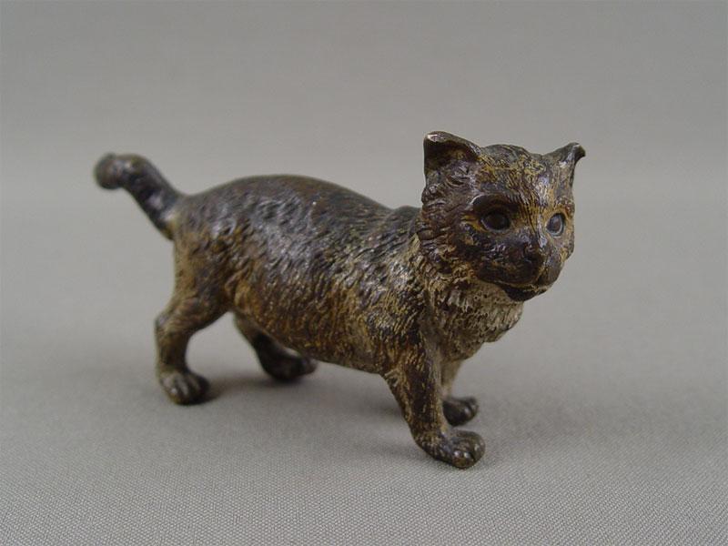«Кошка», «венская бронза» (бронза, литье, роспись красками), длина— 9см
