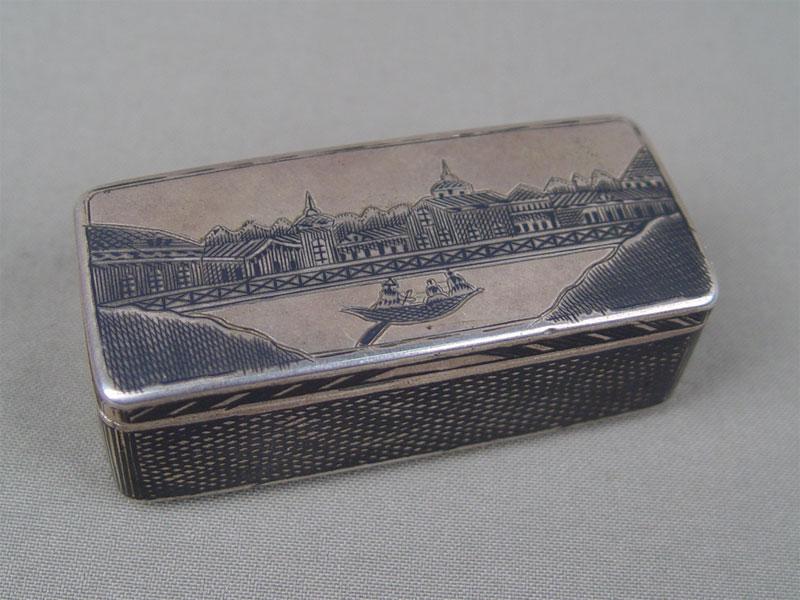 Табакерка «Лодка», серебро 84пробы, чернь, общий вес— 80г, 7,5×3,5×2,5см