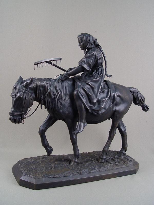 Скульптура «Крестьянка налошади», чугун, литье, покраска. Касли, 1870годы, работа Либериха, высота— 42см