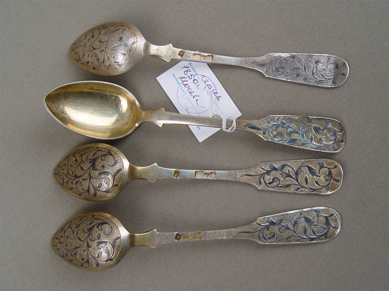 Ложки чайные (4шт.), серебро 84пробы, чернь, позолота. Москва, 1850год, общий вес— 100г