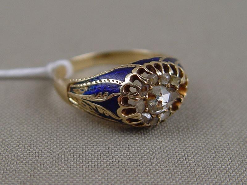 Кольцо, золото пореактиву 583пробы, общий вес— 5,5г. Вставки: бриллианты (1бриллиант «роза»— 0,42ct; 8алмазов), эмаль (утраты), размер кольца 18,5