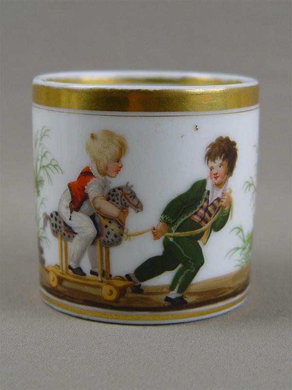 Чашка «Мальчики слошадкой», фарфор, роспись надглазурная (реставрация)