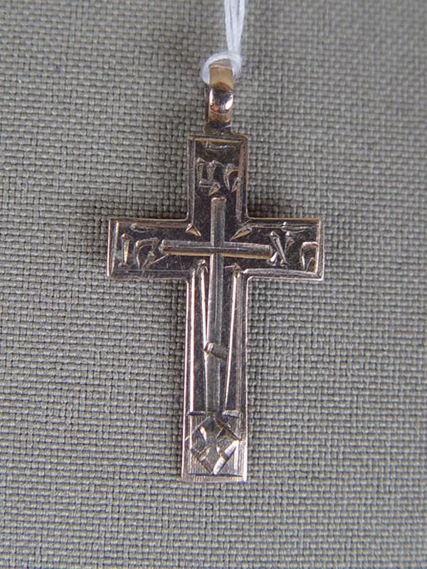 Крест нательный, золото 56пробы, гравировка, общий вес— 1,2г