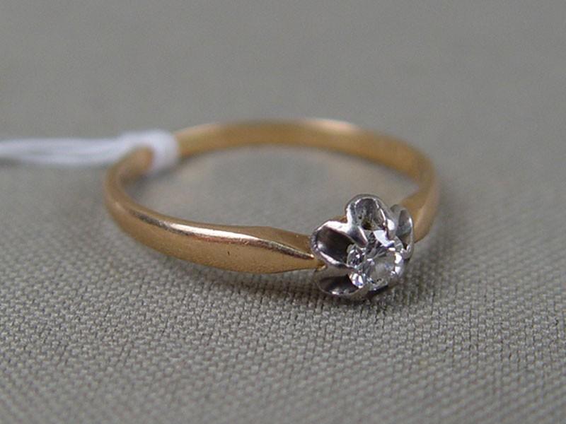 Кольцо, золото 583пробы, общий вес— 2,0г. Вставки: 1бриллиант (1бриллиант Кр57— 0,15ct 4/4), размер кольца 18,0
