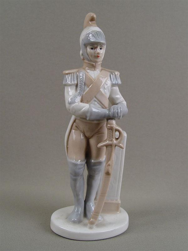 Скульптура «Гусар», фарфор, роспись. Западная Европа, середина XXвека, высота— 20см