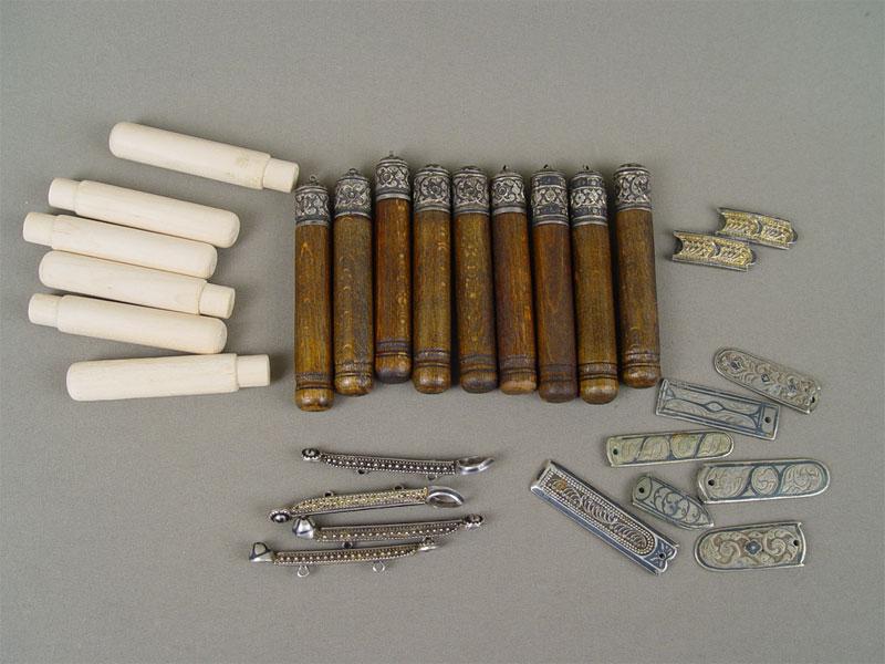 Набор дляказачьей формы, серебро 84пробы (общий вес— 300г), дерево, XIXв.