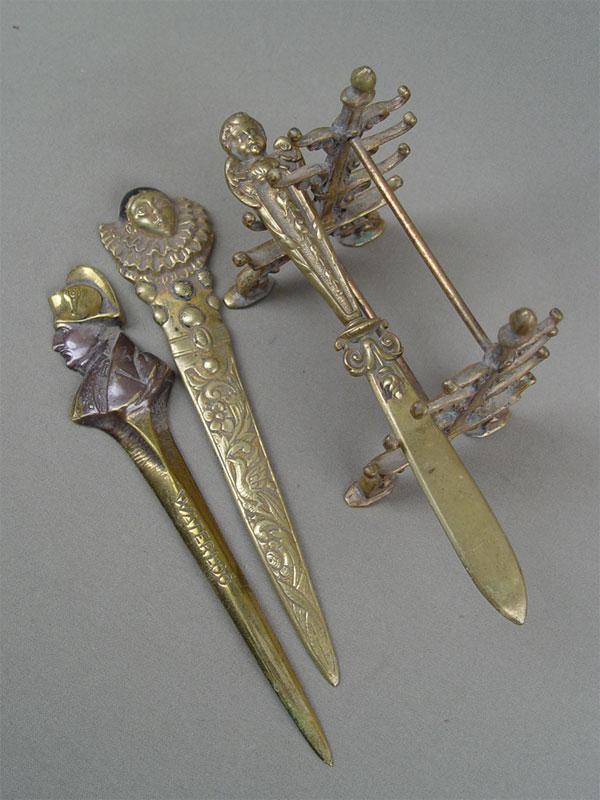 Три ножа дляразрезания бумаги «Наполеон», «Пьеро», «Амур» иподставка, бронза.